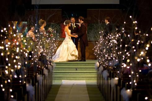 igreja decorada para casamento com galhos secos