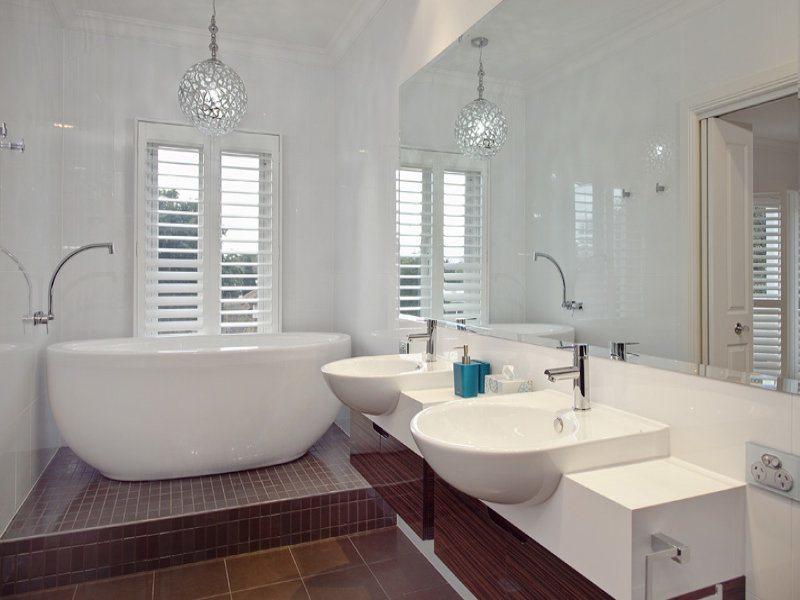 Banheiros com banheira crie seu spa particular em casa for Small main bathroom ideas