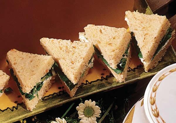 Sanduíche de Queijo Cremoso com Agrião