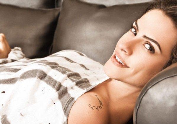 Tatuagem Cléo Pires - Ombro