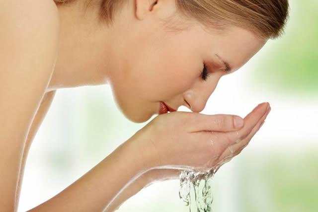 Lavagens Constantes com Água Fria