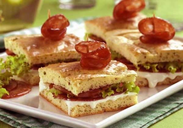 Pão-de-ló com recheio de Requeijão e Salame